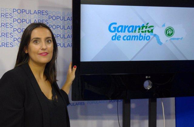 Beatriz Jurado junto al lema de precampaña del PP-A