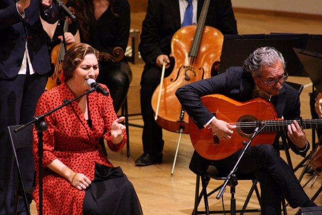 Estrella Morente en una de sus actuaciones