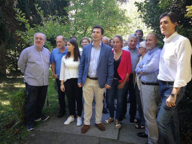 El secretario xeral del PSdeG, Gonzalo Caballero, en una reunión de diputados
