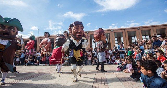 La Comparsa de Gigantes y Cabezudos ha estado en la Feria General 2018.