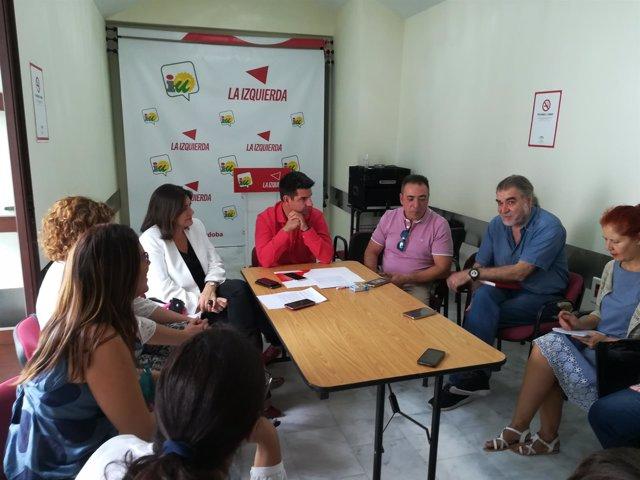 Representantes de IU y CCOO durante el encuentro mantenido