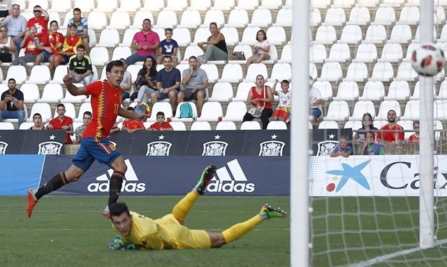 Mikel Oyarzabal anota el primer gol