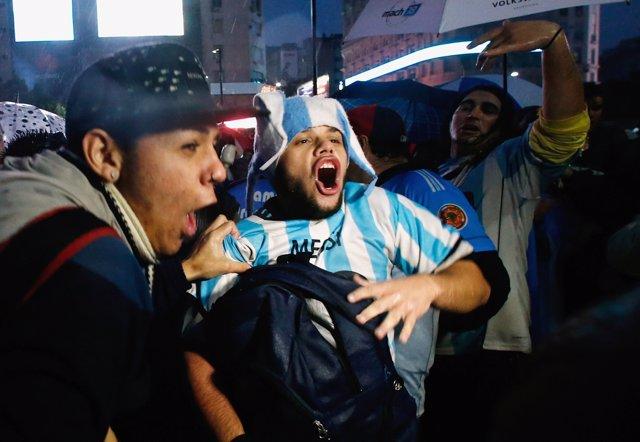 Fans de Messi se manifiestan para que no abandone la selección argentina
