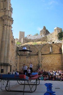 Espectáculo de una edición anterior del ciclo de calle del Festival de Teatro.