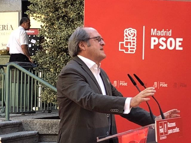 Gabilondo se dirige al público en un acto en San Lorenzo de El Escorial