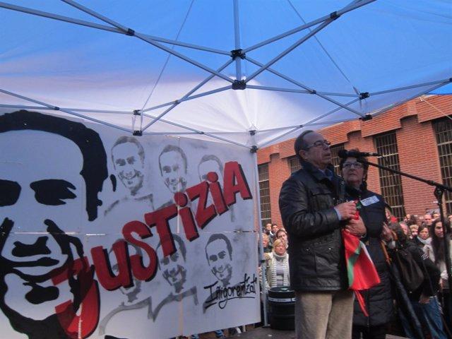 Foto de archivo de homenaje a Iñigo Cabacas