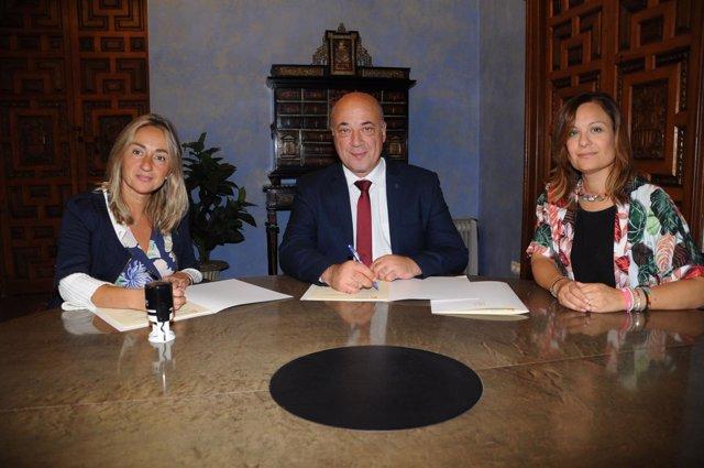 Diputación Córdoba firma convenio con Cruz Roja