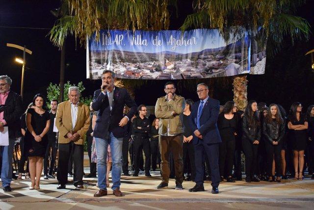 El diputado Ángel Escobar, durante el transcurso del certamen musical.