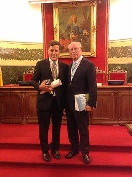 El doctor Ignacio Melero y el profesor Eduardo Díaz-Rubio.