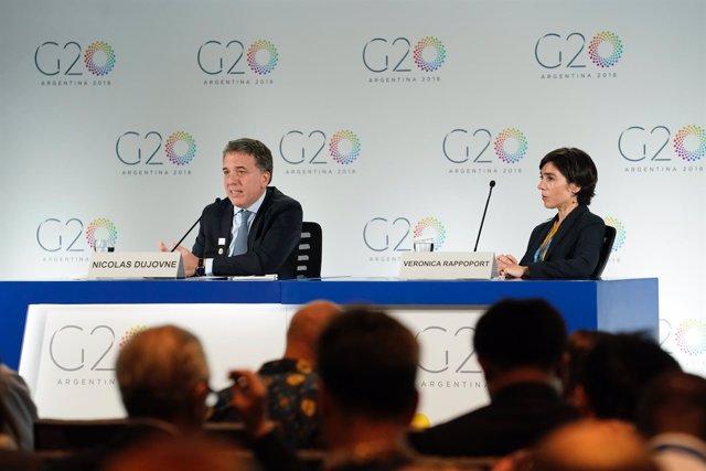 Nicolás Dujovne y Verónica Rappoport en la rueda de prensa del G20