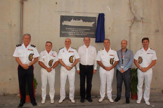 Puerto de Motril descubre placa para memorar el portaviones Juan Carlos I