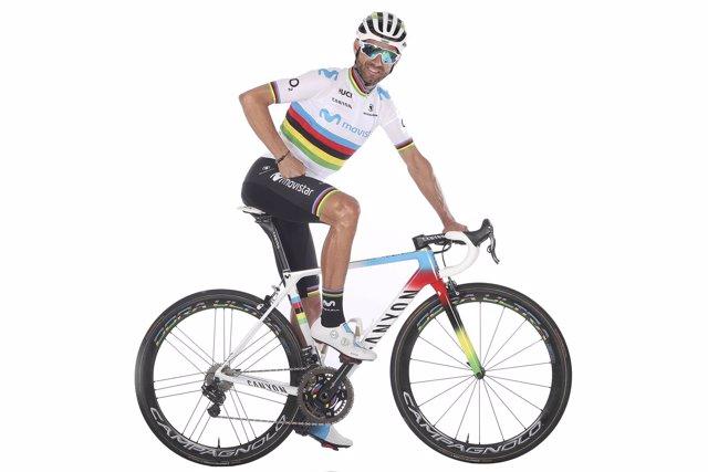 Alejandro Valverde con su bicicleta