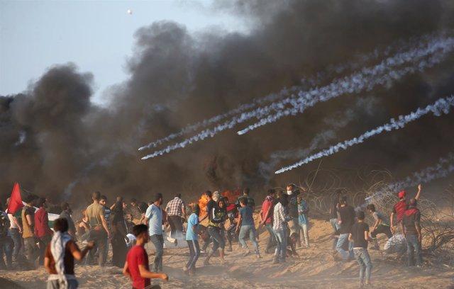 Enfrentamientos entre manifestantes palestinos y fuerzas israelíes