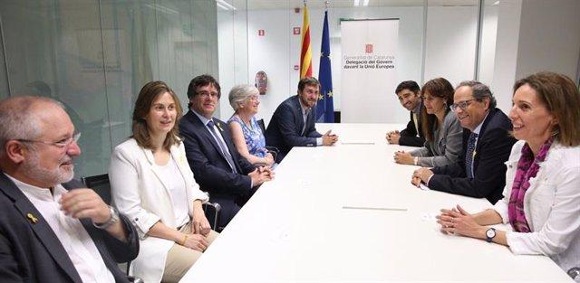 Foto de Torra, Puigdemont y los consellers