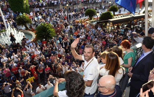 Alejandro Valverde, homenajeado por sus paisanos