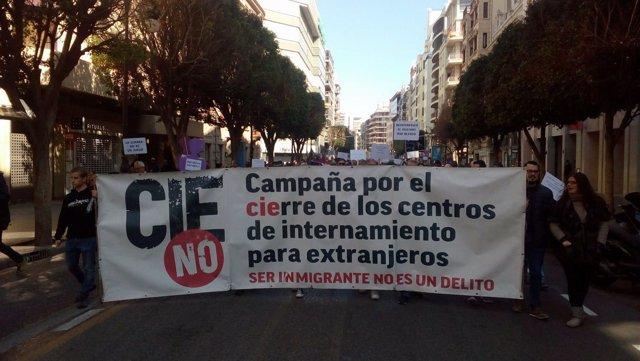 Manifestación contra los CIE