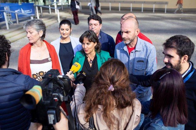 La eurodiputada del BNG, Ana Miranda, ofrece declaraciones a los medios