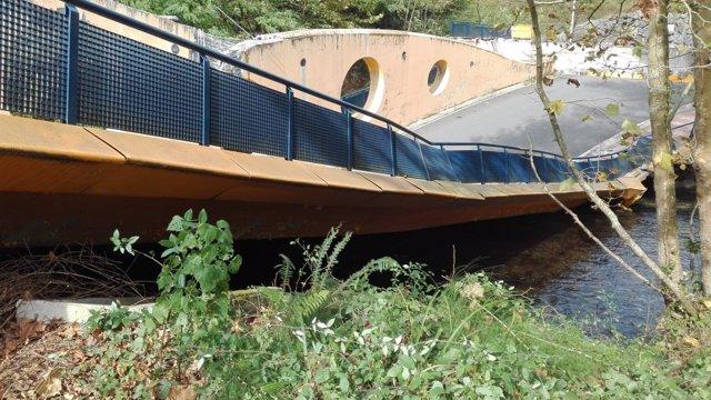 Puente derrumbado sobre el Urumea