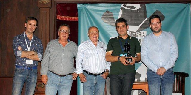El director de producción Toni Novella recibe el premio 'Desierto de Tabernas'