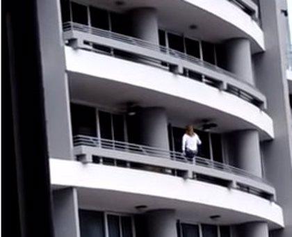 Una mujer fallece al caer desde un 27º piso mientras se hacía un 'selfie' en Panamá