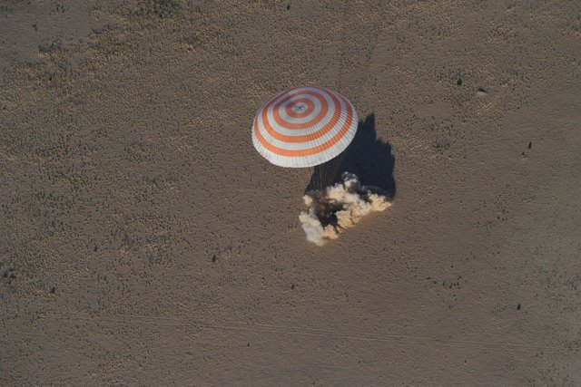 Aterrizaje de una nave Soyuz en Kazajistán