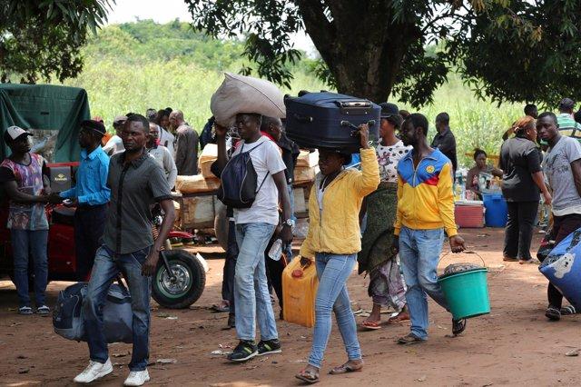 Inmigrantes congoleños regresan a RDC por la violencia en Angola