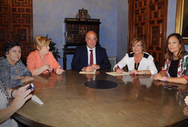 Acuerdo entre Diputación de Córdoba y Plataforma contra violencia a mujeres