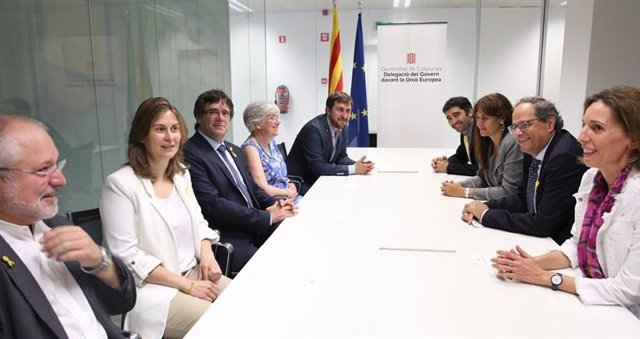 Foto de archivo de Torra, Puigdemont y otros miembros del Govern catalán