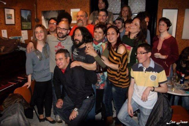 Foto de despedida de 'Susurros' en La Curva