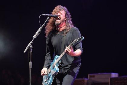 Foo Fighters versionan Enter Sandman de Metallica junto a un niño de 10 años