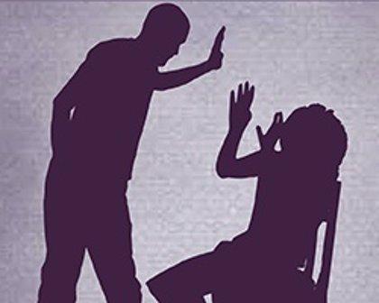 Piden 7 años y 8 meses de cárcel para un hombre por maltratar a su pareja, encerrarla en casa y amenazarla de muerte