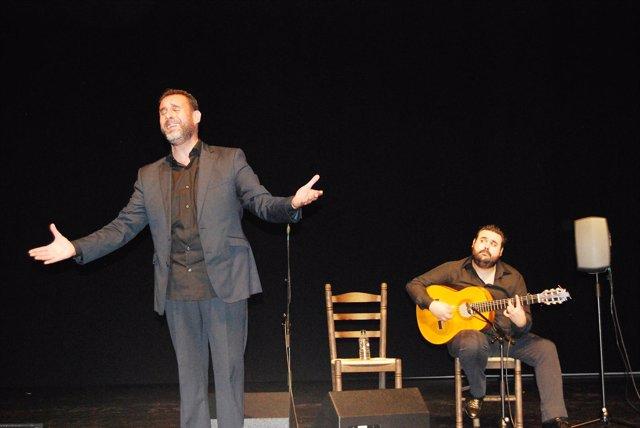 El cantaor Raúl Alcántara 'el Troya' actúa en el concurso Yunque de Plata