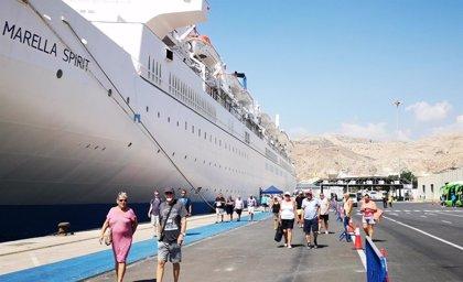 El crucero 'Marella Spirit' hace este lunes escala en el Puerto de Almería en lugar de Oporto por el huracán 'Leslie'