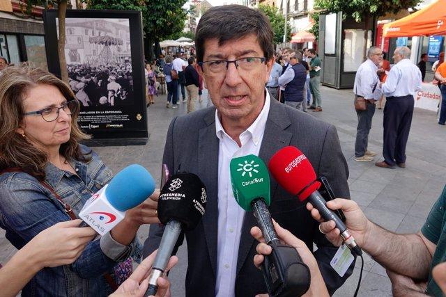En Sevilla, el portavoz de Ciudadanos (Cs) Andalucía, Juan Marín, atiende a los