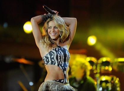 Shakira y su insólita reacción al subirse un fan al escenario durante su concierto en México
