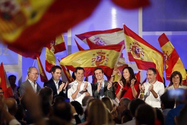 En Málaga, el presidente del PP, Pablo Casado, y el presidente del PP-A, Juanma