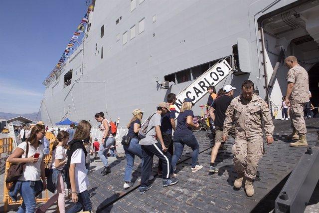 Portaviones 'Juan Carlos I' en el puerto de Motril