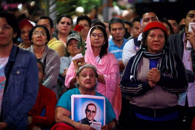 People watch the ceremony of canonization of the late Archbishop of San Salvador