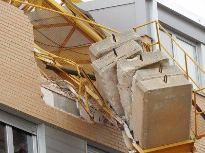 La grúa desplomada en Golmayo (Soria) obliga a desalojar a varios vecinos
