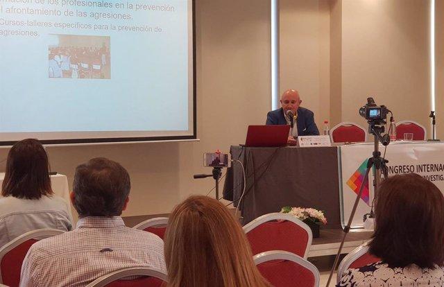 Alfonso Arteaga, durante su conferencia en el congreso celebrado en Murcia