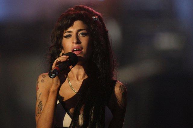 Amy WInehouse en un concierto en Londres
