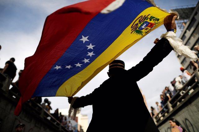 Manifestación en homenaje a las víctimas de la ola de violencia en Venezuela