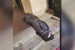 Un restaurante pide perdón por decorar su entrada para Halloween con un cadáver falso en Tijuana (México)