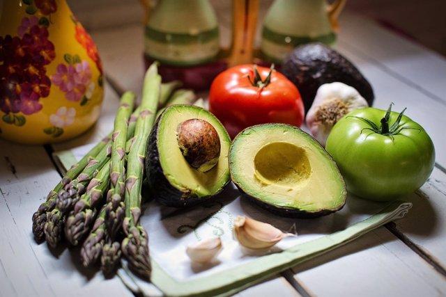 Verduras, vegetales, aguacate, espárragos, tomates