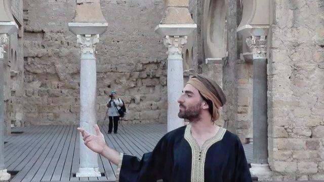 Uno de los actores que ofrecen las visitas teatralizadas a Medina Azahara