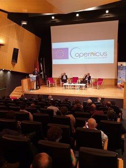 El coordinador del Foro del Espacio de la Ciudad de Sevilla en un acto del event