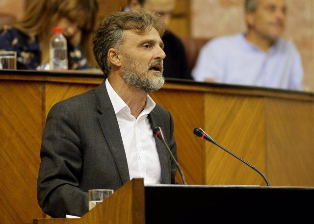 El consejero José Fiscal defiende la Ley de Cambio Climático en el Parlamento