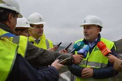 El delegado del Gobierno fija en 2020 la llegada a Galicia del AVE en pruebas