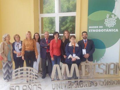 El Botánico de Córdoba acoge una exposición bibliográfica conmemorativa del 50 aniversario de la Etsiam