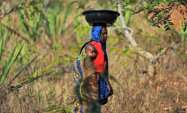 La ayuda al desarrollo no frena las migraciones y puede aumentarla, según un inf